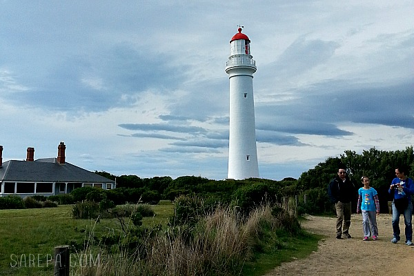 lighthouse-aireys-inlet-travel-australia