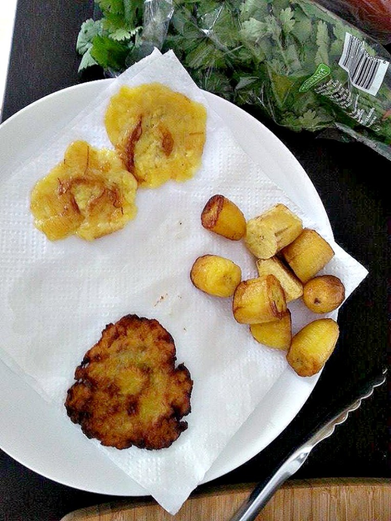 Colombian recipes: Patacones con hogao - sarepa.com