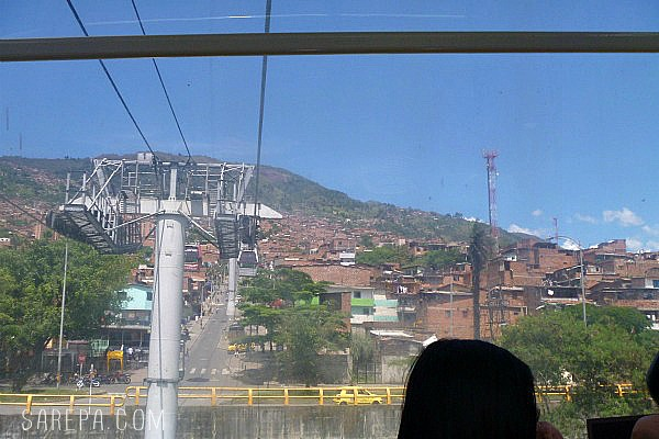 Places-to-Visit-Colombia-Metrocable-medellin
