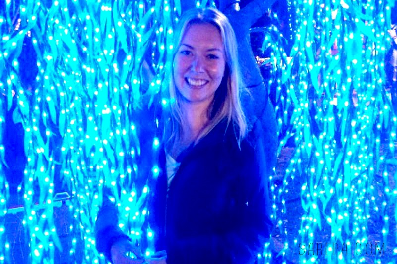 Sarah-enjoying-the-Parque-Nacional-Christmas-in-Colombia-Bogotá-Christmas-Lights